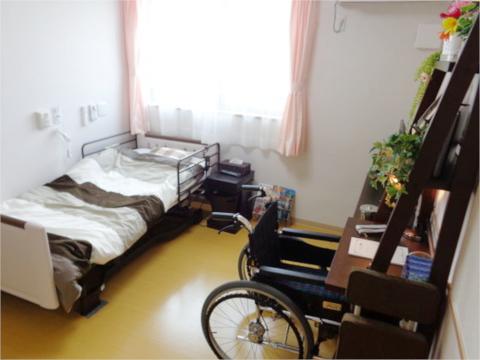 自由な暮らしを保証する個室をご用意!24時間緊急対応可能な安心もございます
