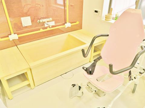 リラックスの空間「檜のお風呂」